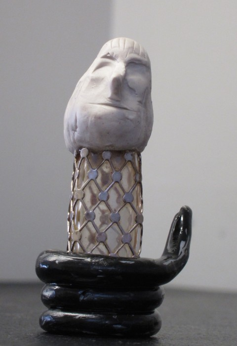 figurine E